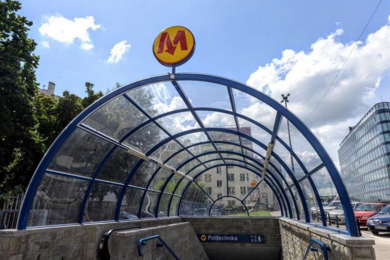 W weekend majowy metro na trasie Młociny – Politechnika