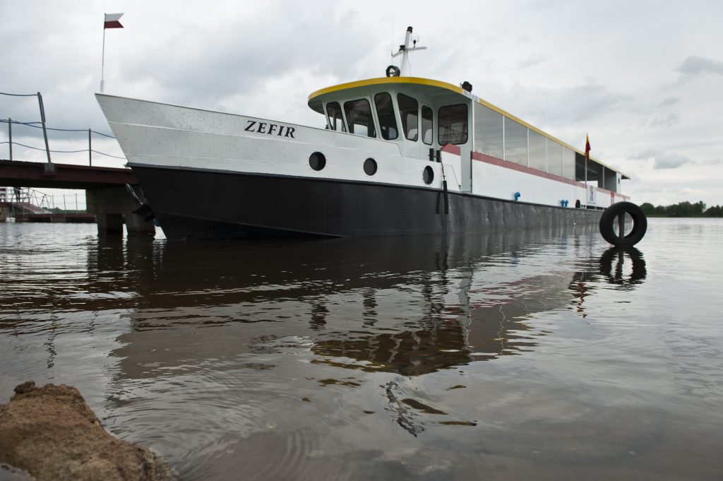 statek do Serocka