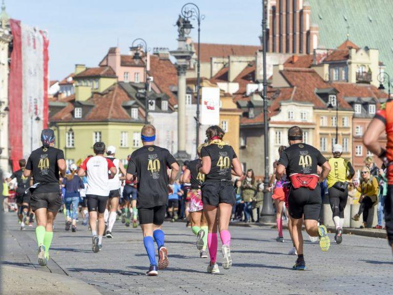 Triatloniści na ulicach Warszawy