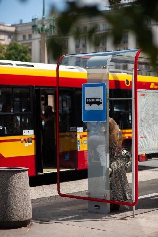 Autobusy zatrzymują się na Dolinie Służewieckiej