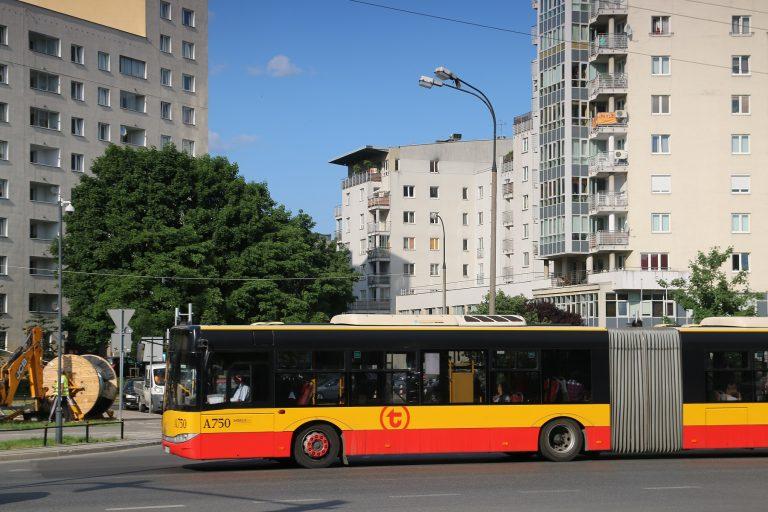 Autobusy na nowym odcinku ulicy J. P. Woronicza