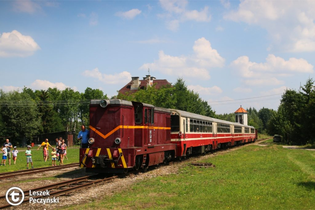 Narrow-gauge train with the locomotive Lxd2-465