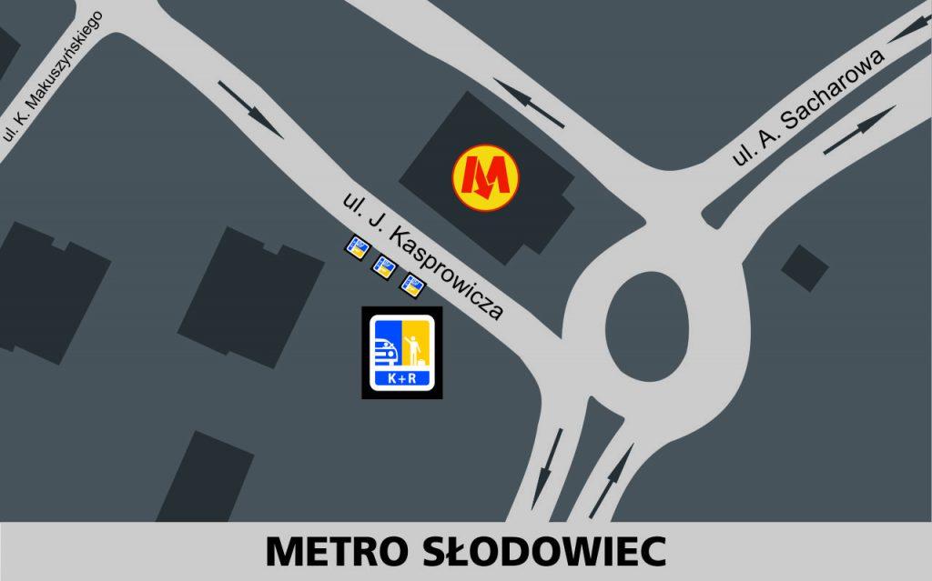 Lokalizacja stref Kiss and Ride w rejonie stacji Metro Słodowiec: przy jezdni południowej ulicy Kasprowicza - 3 miejsca przed rondem z ulicą Sacharowa, przed wejściem do metra (zachodnia głowica).