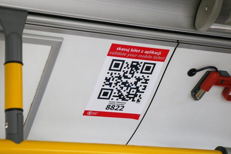 kod QR w autobusie