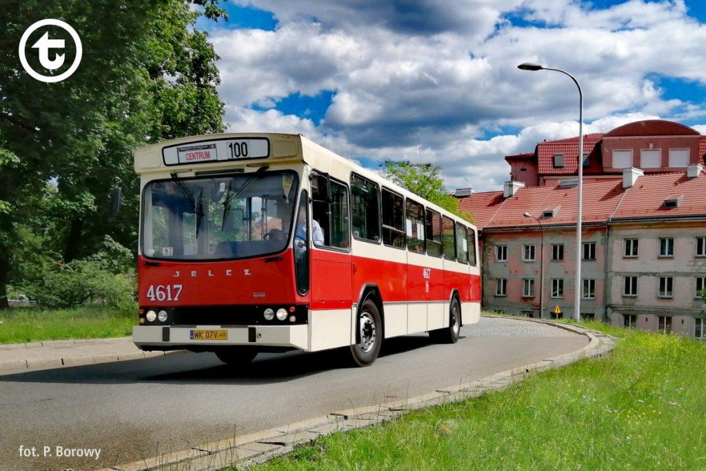 Jelcz PR110M z kolekcji Klubu Miłośników Komunikacji Miejskiej na linii 100