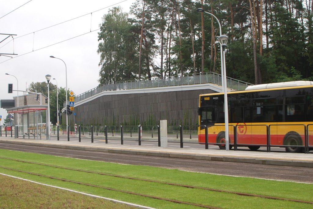 zdjęcie autobusu przy nowym odcinku torowiska na Winnicy